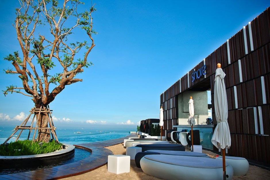 Floating-Hilton-Opens-Hotel-in-Pattaya-Thailand